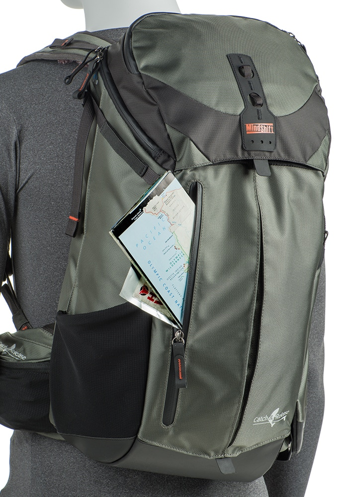 Front zippered pocket for extra storage
