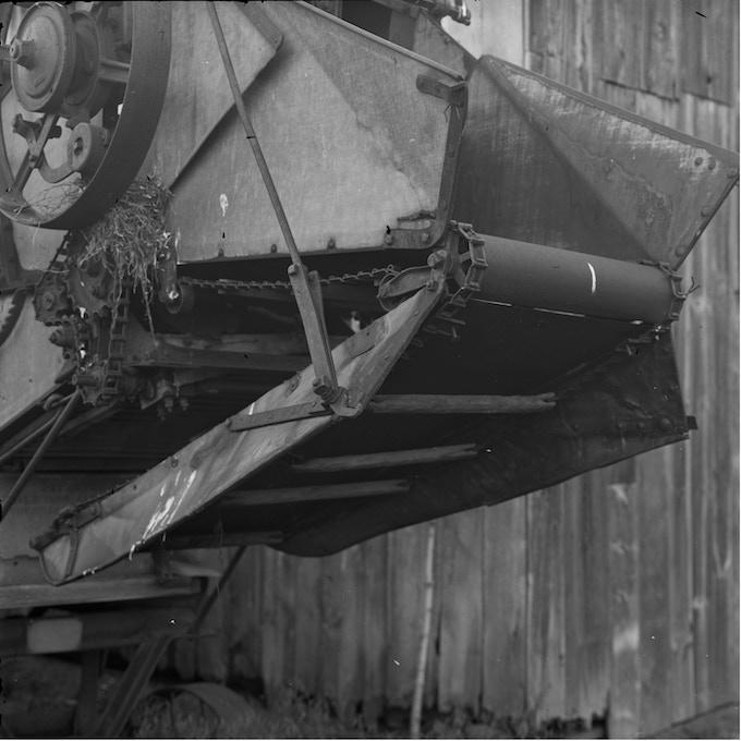 Machinery at twilight. (ISO160, 1/5 sec; f16)