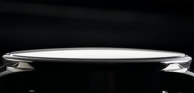 A subtly domed glass design for even more elegance.