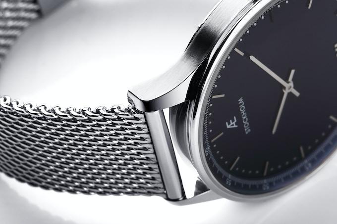 Aevi Navy. Silver case, dark blue dial, silver Milanese strap.