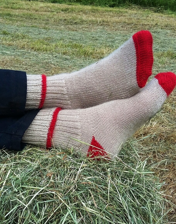 Izzy Lane Cruelty Free Wool Yarn Throws And Socks By