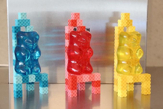 Lini cube - gummi bears on chairs
