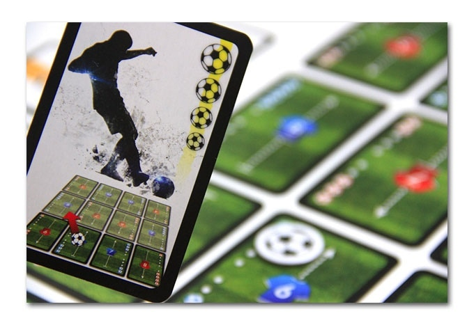 Both player movement and performing actions are contolled by Action Cards. Here an exemplary Action Card – short pass, power 4
