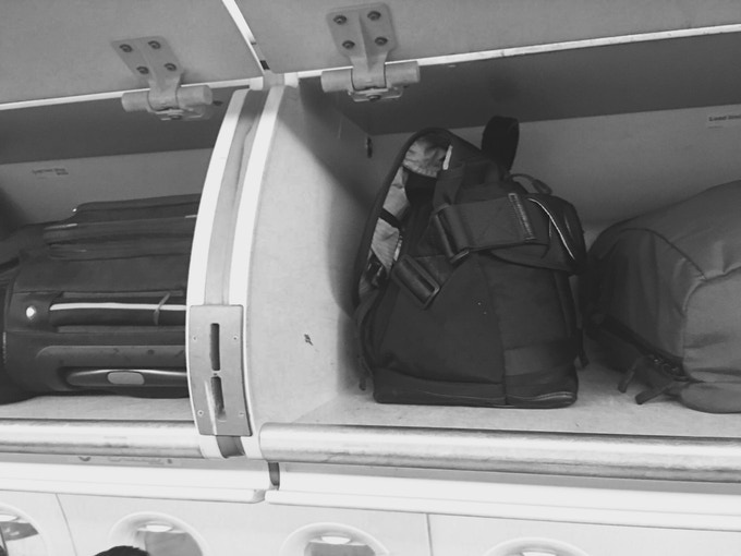 7ven Messenger triangular shape ensures easy storage and retrieval from air-cabin's overhead bins.