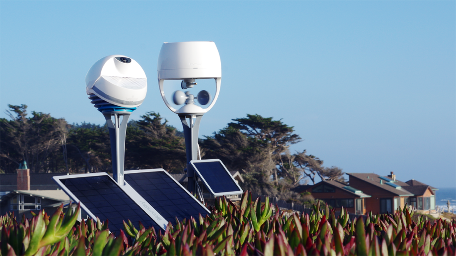The world's first community-based smart weather camera station with real-time images, time-lapse and precise weather data.