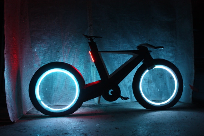 The Self Charging Li Ion Battery Pack S Cyclotrons Lights For More Than 8 Hours Without Engaging Internal Dynamo Cyclo Notifies You
