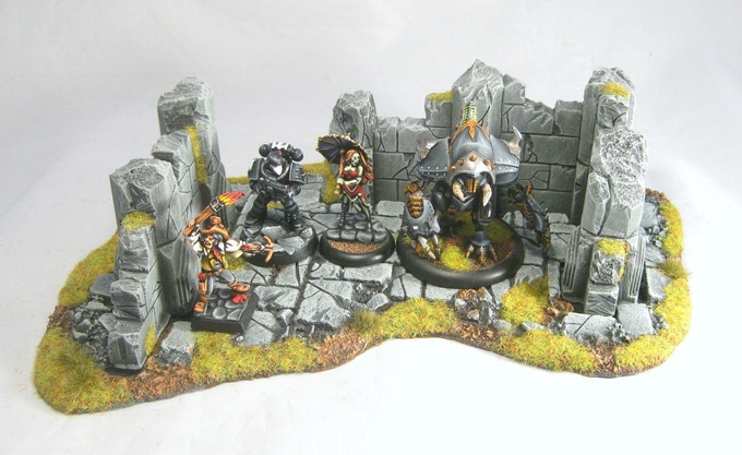 A low ruin set shown with a variety of models for scale.