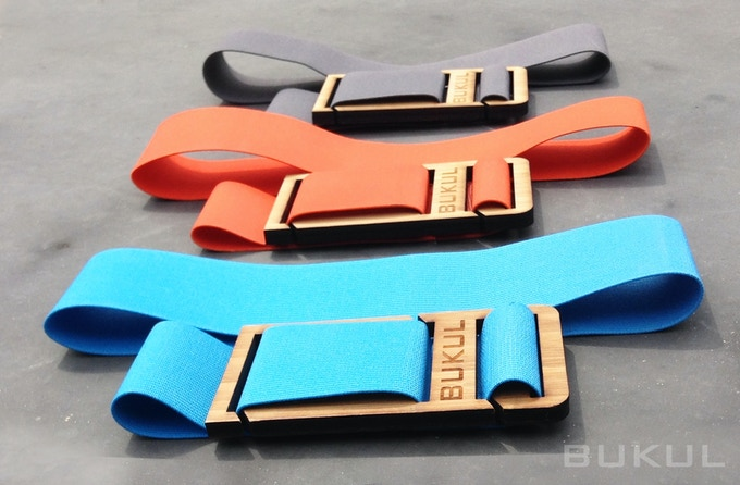 BUKUL comes with a large and small band in 3 colors (cyan, persimmon and grey)
