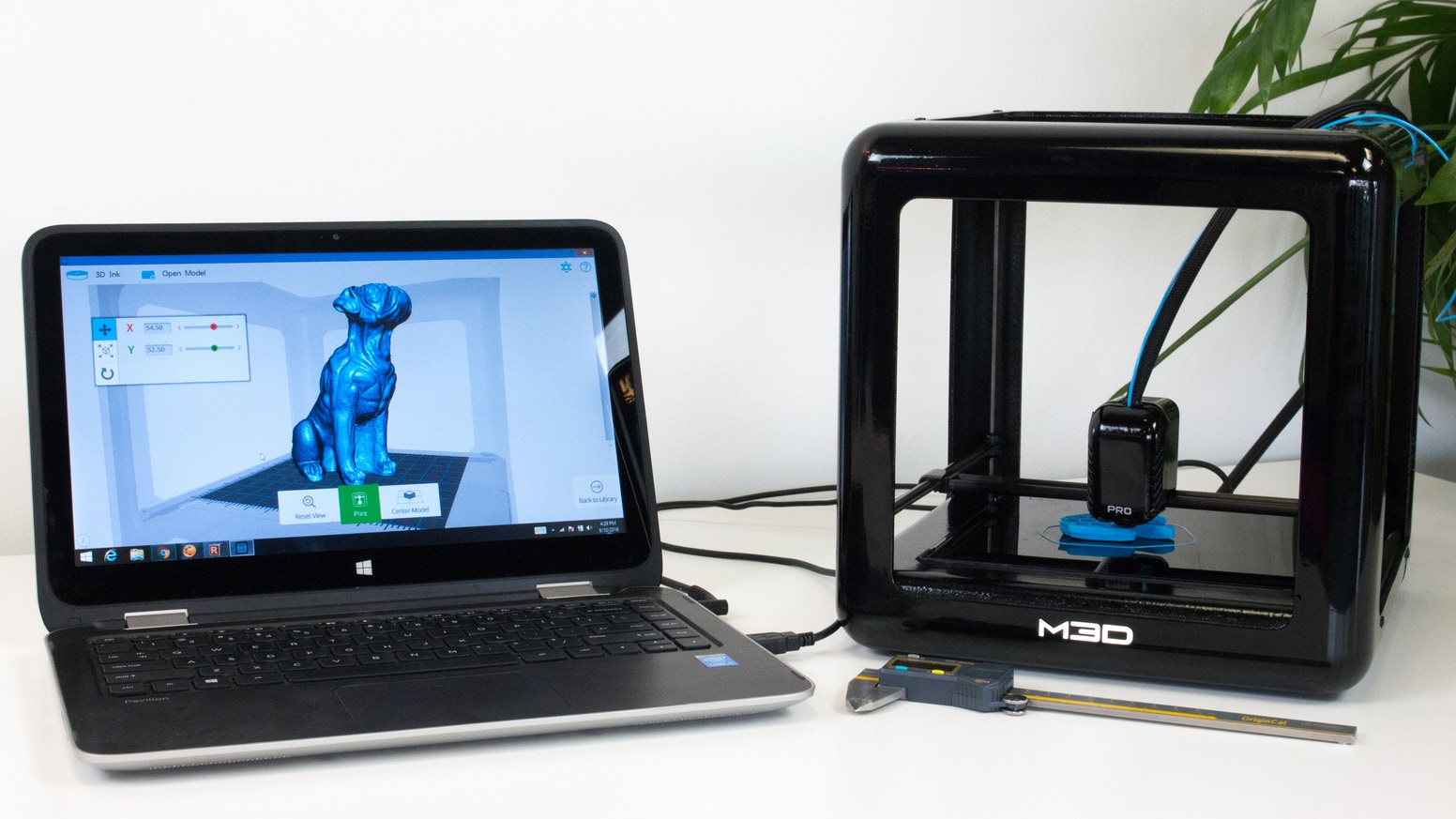 The Professional 3D Printer that bridges the gap between power users and consumers through intelligent sensor feedback.