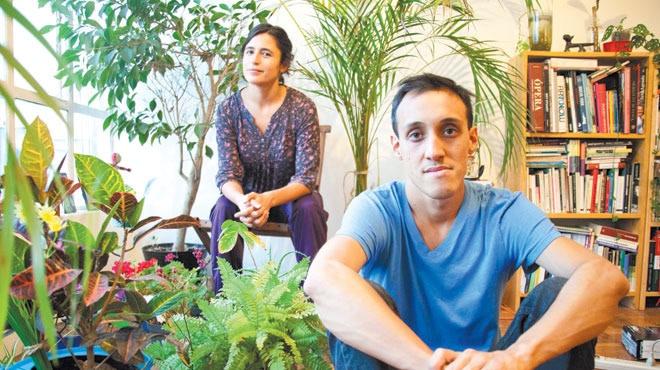 Lagartijas Tiradas Al Sol - un colectivo teatral con sede en México D.F., como libretistas