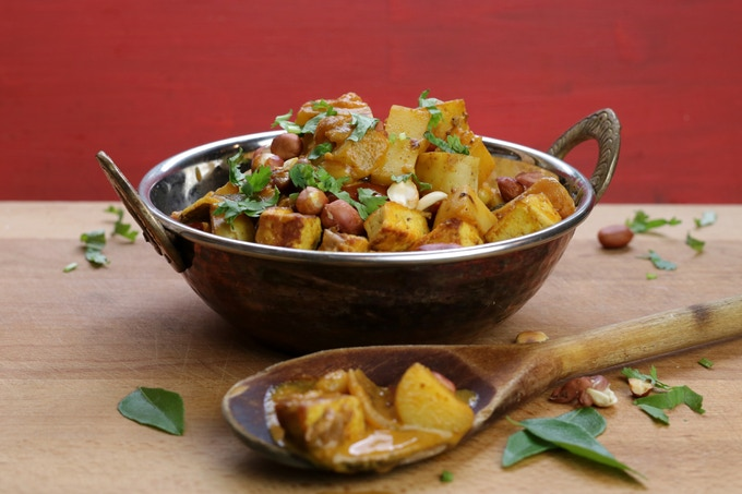 Red Curry with potatoes, pineapple & peanuts