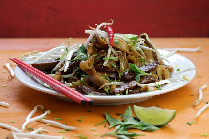 Char Kuey Teow: stir-fried thick rice noodles