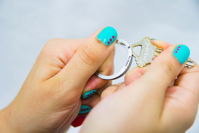 Putting a key on the Kii RING is simple