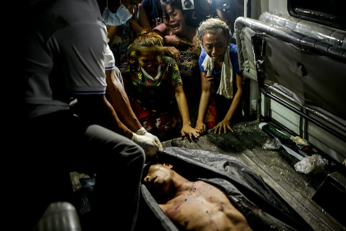 Relatives weep over the corpse of a suspected drug pusher after he was shot dead following a police operation in Manila, Philippines, August 3, 2016. This is one of images available as a print.
