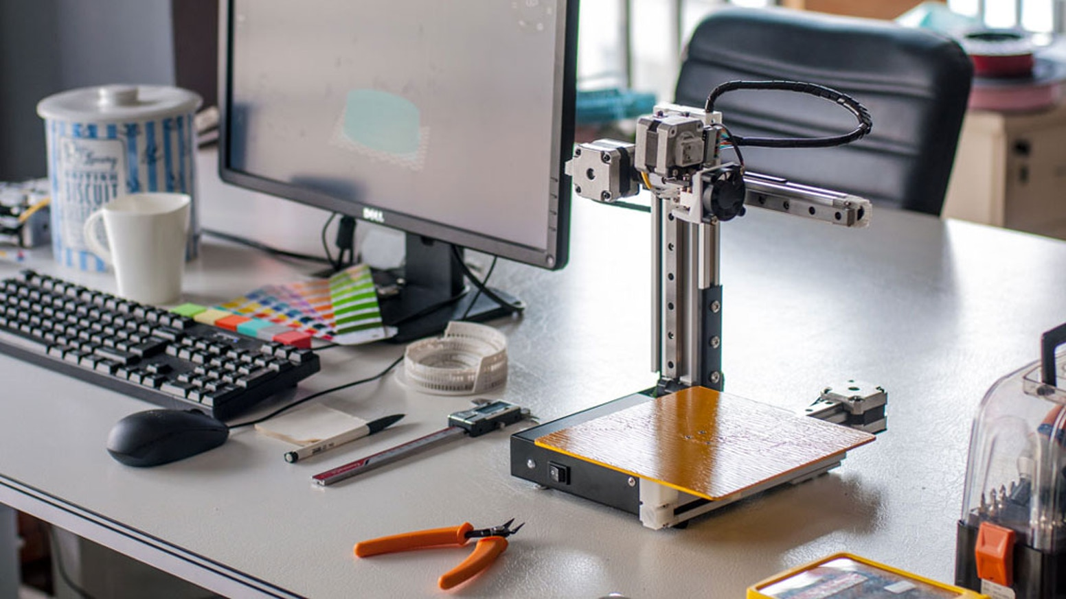A feature-packed 3D printer with 3 printable projects, starting at $199. Everything you need to start 3D printing!