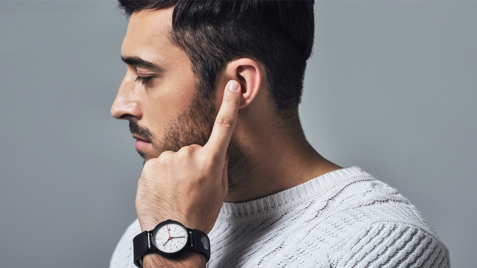 Sgnl is the smart strap that enables you to make calls by placing your fingertip on your ear. Connect with your watch to upgrade it.