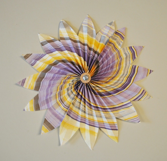 Turn this marbled Thai paper into a beautiful wall flower.