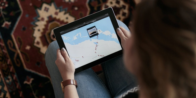 Show photos of your travel route on a tablet