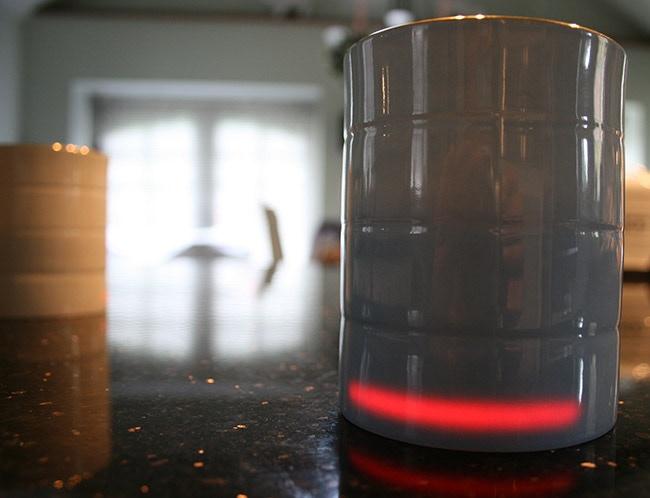Lightbar indicates mug is on