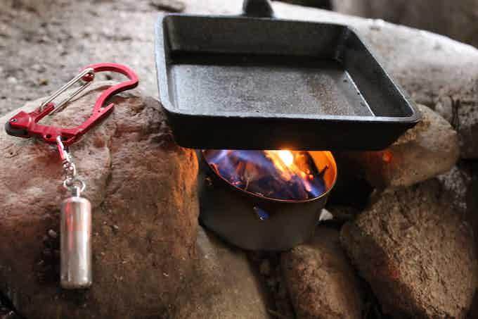 Hang a waterproof vial with firestarter to the Firebiner. Make life easier.