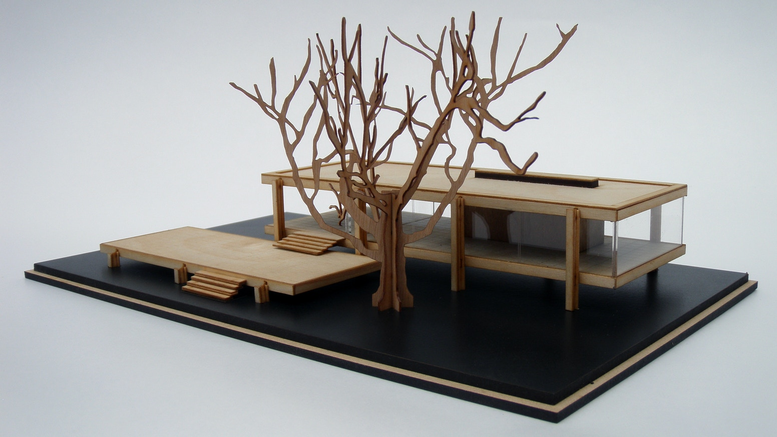 A high quality architectural kit of Mies van de Rohe's Farnsworth House. Well designed, fun to construct and something to treasure.