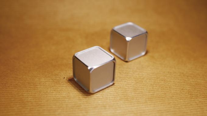 Free2Dice, a pair of erasable aluminium dice