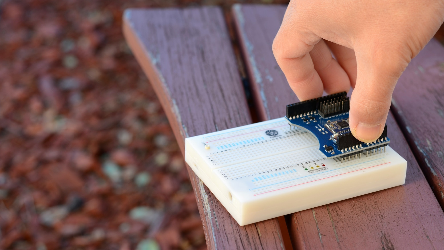 The world's first Arduino compatible built-in breadboard with Arduino shields, LEGO® bricks and native USB support.