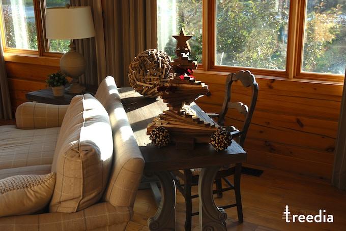 medium treedia tree stained on a table