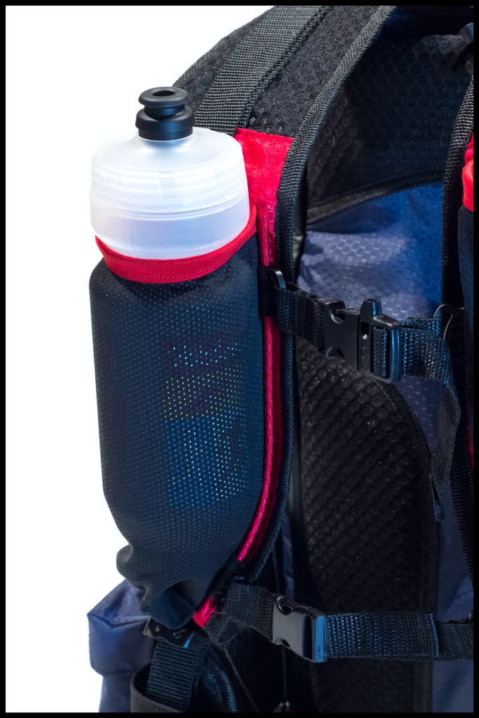 Expandable mesh water bottle/accessory pockets