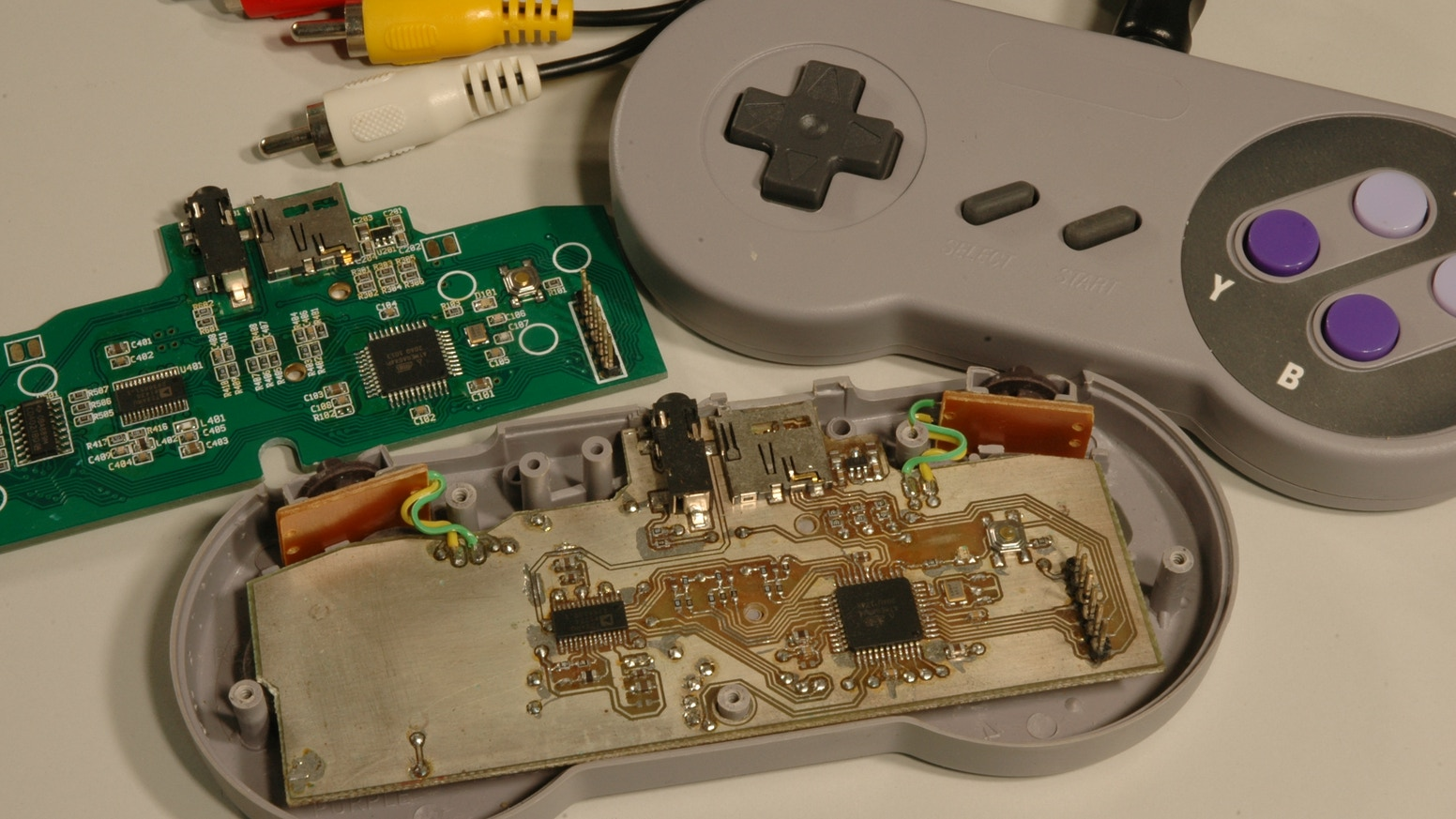 Uzebox DTV - Retro Gaming goodness in the palm of your hand