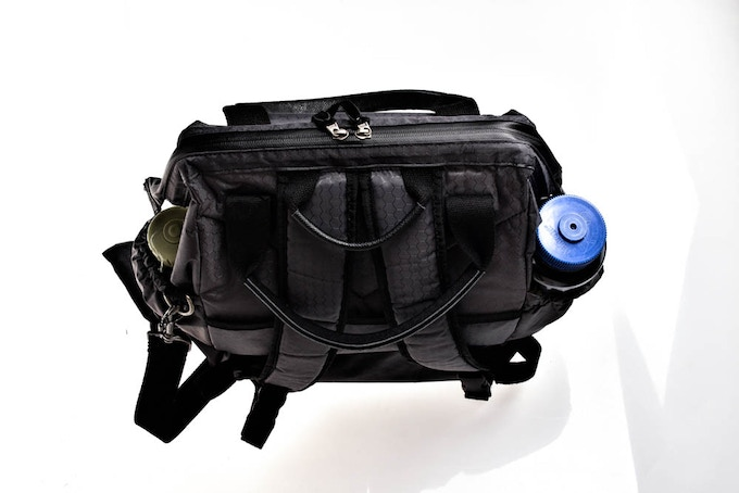 Dual-Bungee wide mouth side pockets