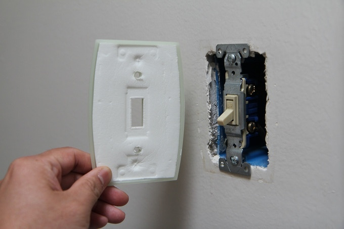 Excellent Seal: Pressure from a firmly screwed on switch plate, over time, causes the foam gasket to conform to the shape of the switch hardware it covers; leaving virtually no air-leaking gaps.