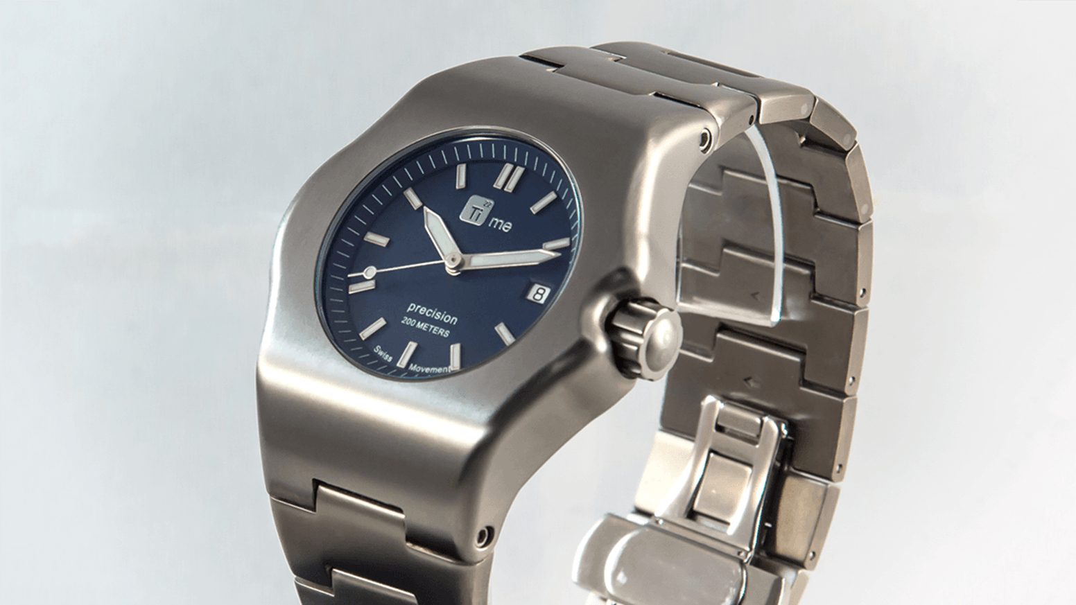 TiMe22 Robusto are innovative Ti5 Titanium Watches with retro futuristic 1970's design.