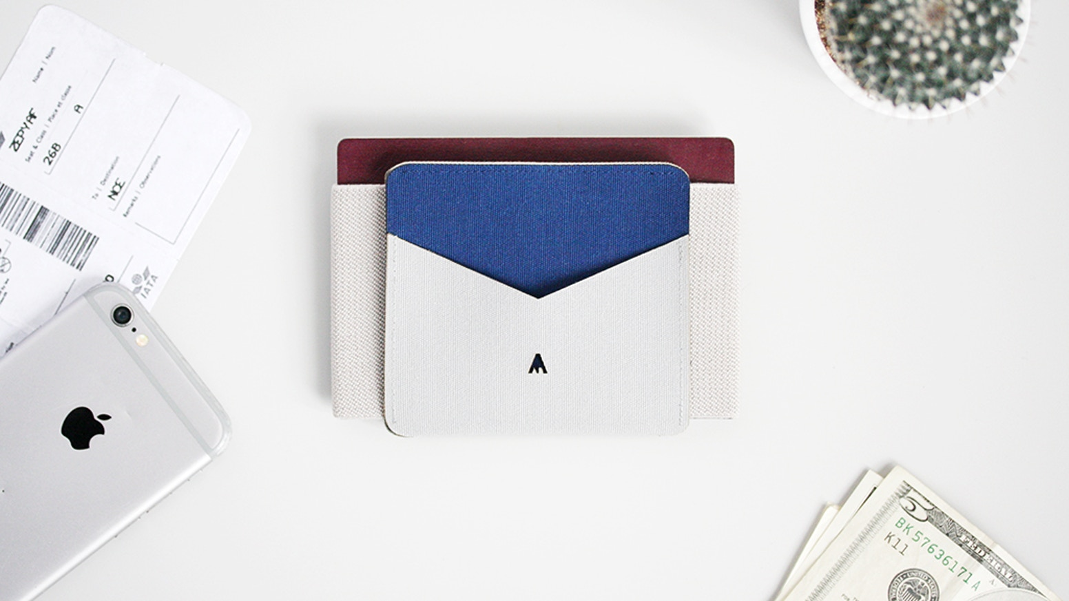 The best reversible wallet that changes color in a snap. Suitable. Minimaliste. Durable.
