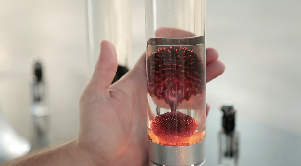 The light at the bottom of the metal base illuminates the highly reflective colored ferrofluid to bring out it's true potential like never before.