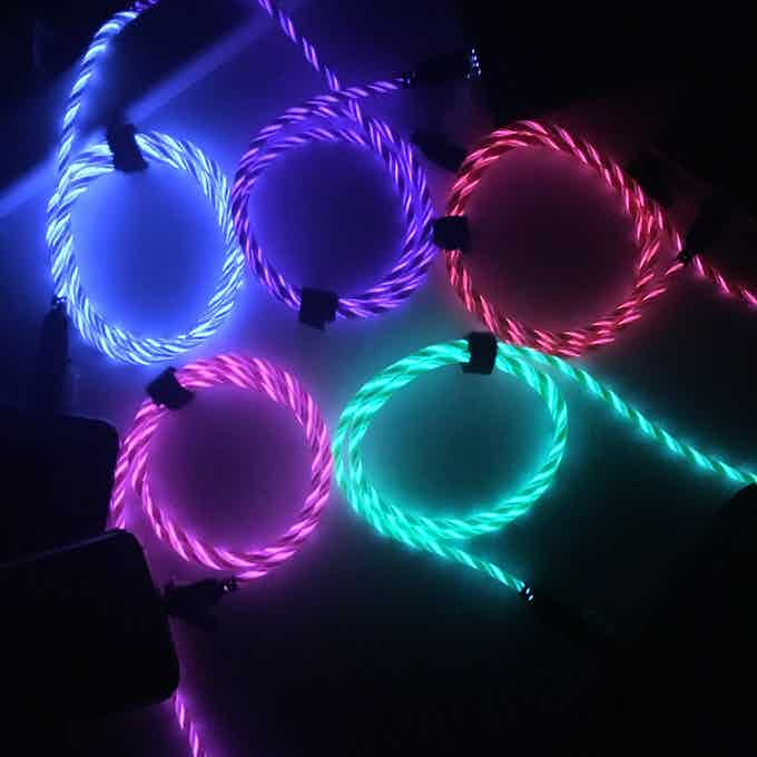 • Illuminated cord to visually confirm that your device is charging and how fast!