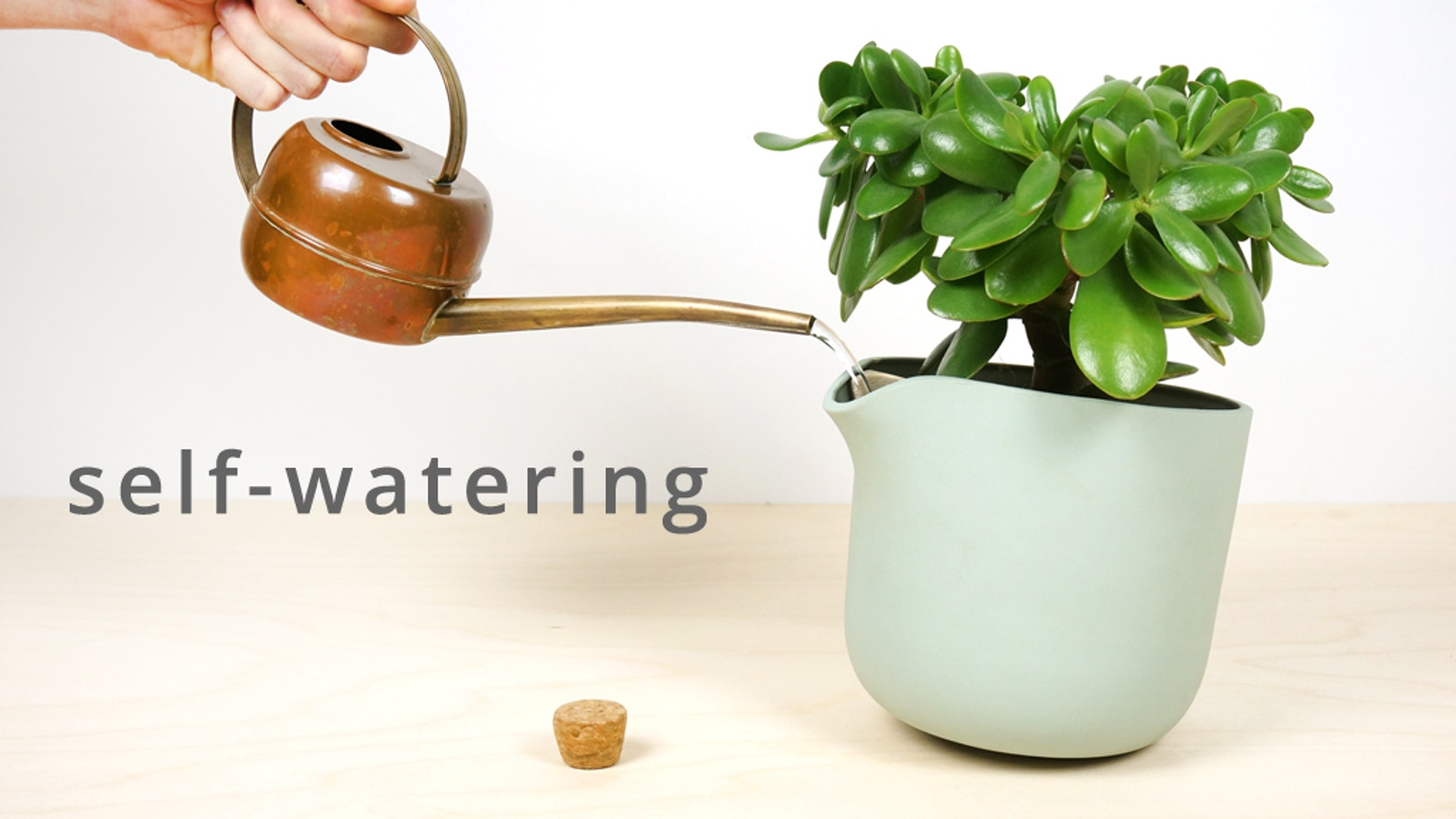 The perfect self-watering flowerpot, which tips over when a refill is needed. Carefully handcrafted ceramics, made in the Netherlands.