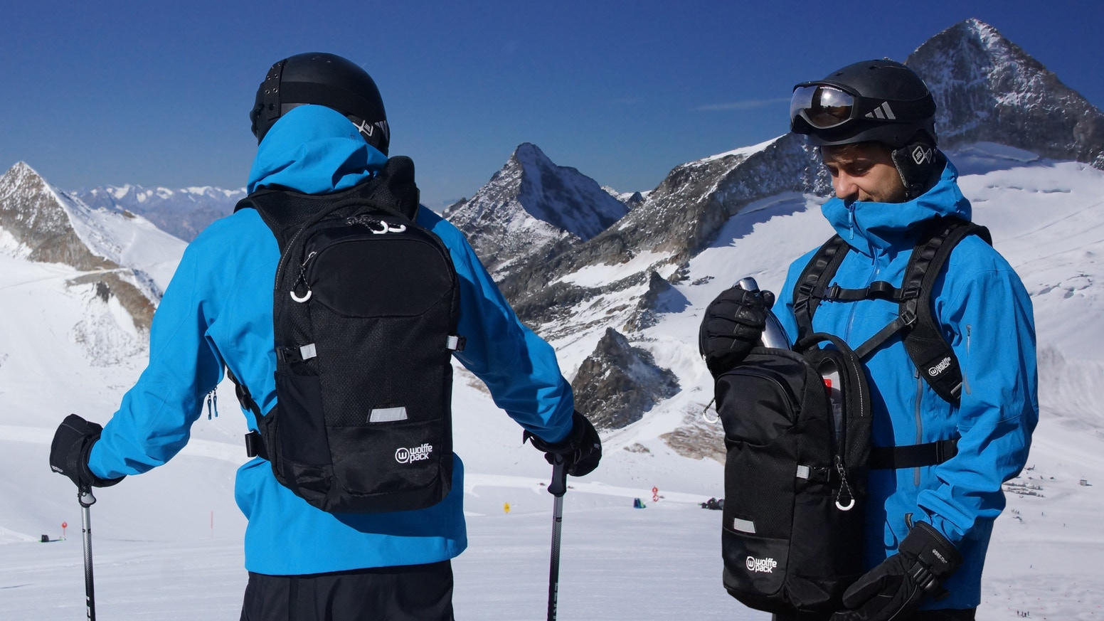 Wolffepack Summit is the ultimate backpack for snowsports and active access. Swing your bag round to the front without unstrapping.