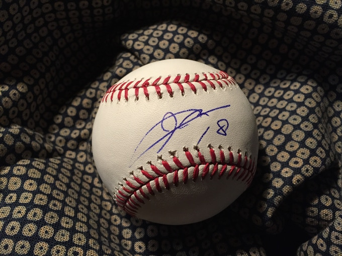 Ball signed by Kenta Maeda, LA Dodgers pitcher