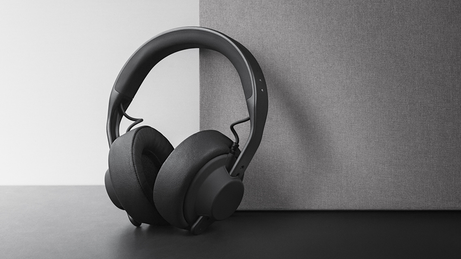 The world's most extensive modular headphone system is going wireless with the H05, our smart Bluetooth headband.