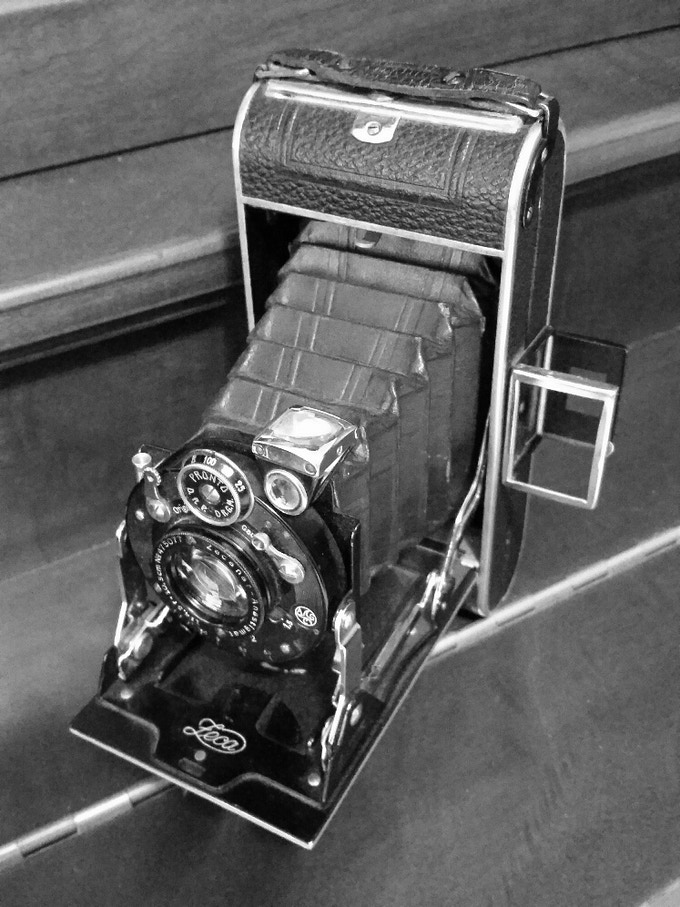 A folding camera from the 30's