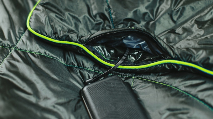 The battery hides in a concealed zipper pocket in the corner of the blanket.