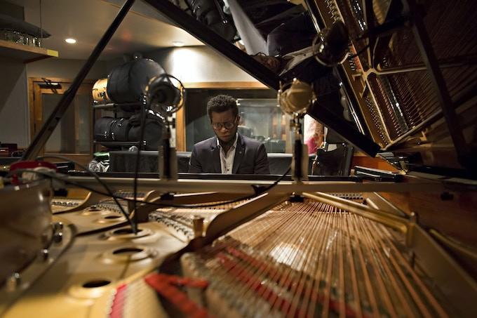 Aruán Ortiz at a KlavierHaus Steinway ©Jordan Kleinman