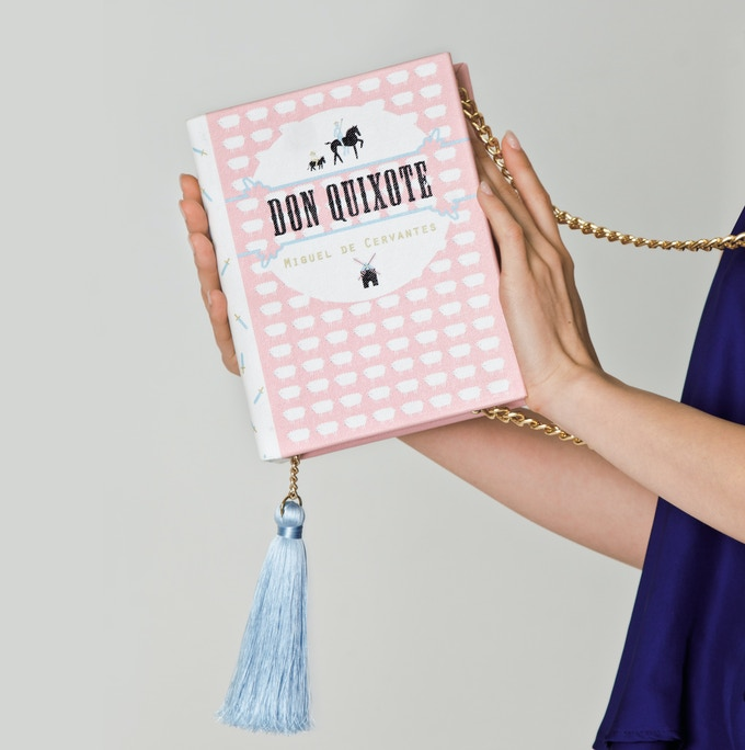 Luckily for us, with this cute book-clutch there is only one option: to LOVE it! Cuteness overload guaranteed ;)