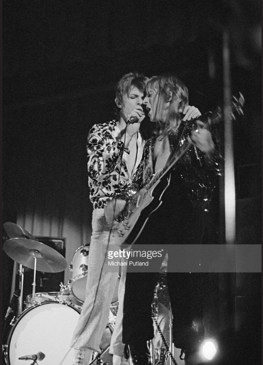 Bowie & Ronson - Friars Aylesbury 29 Jan 1972 (Photo: Michael Putland)