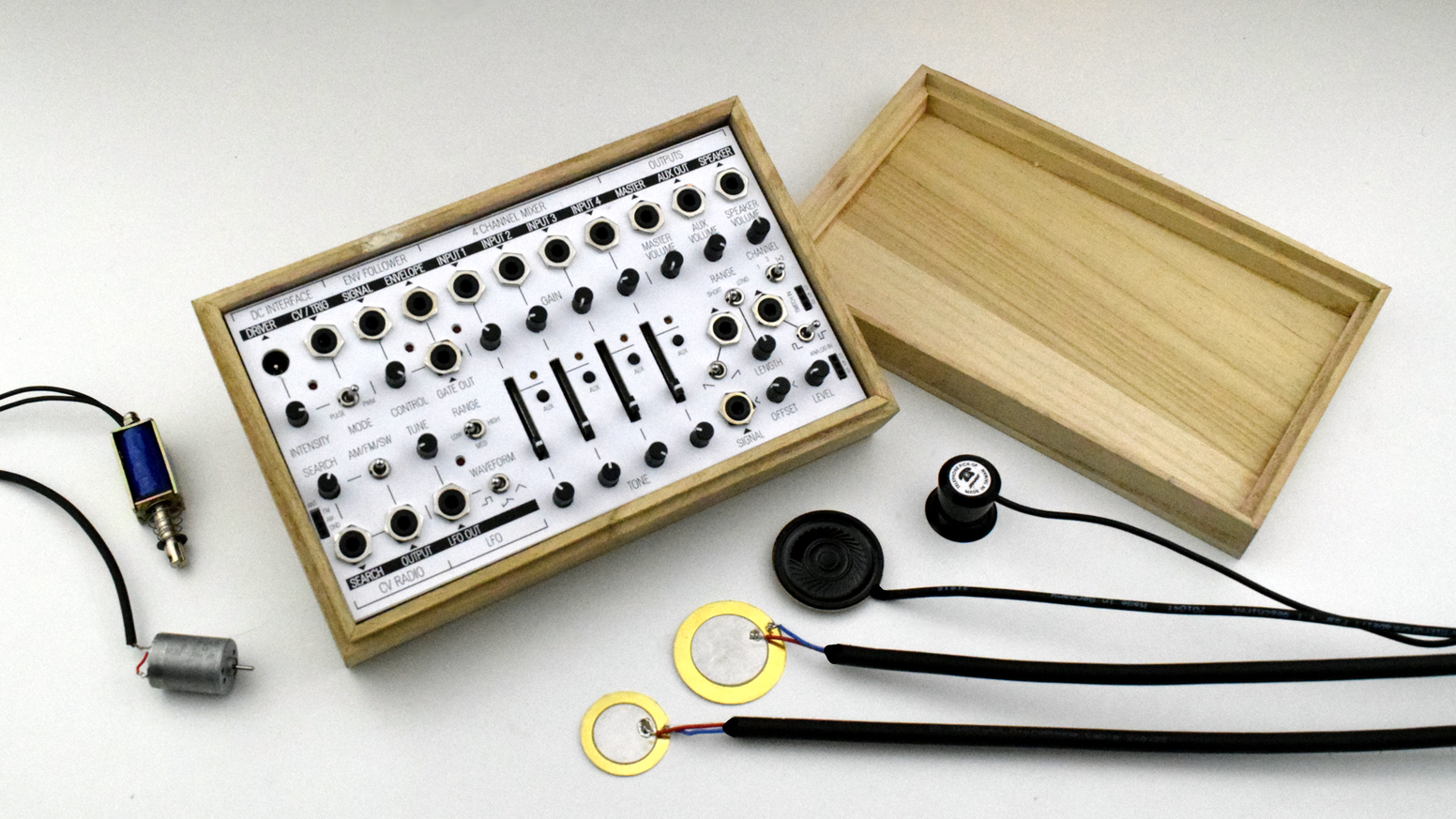 Field Kit Electroacoustic Workstation By Koma Elektronik Gmbh Car Stereo Wiring Harness At Sonic Electronix Share The Knownledge Lets You Amplify Ordinary Objects And Use Sound In A Musical
