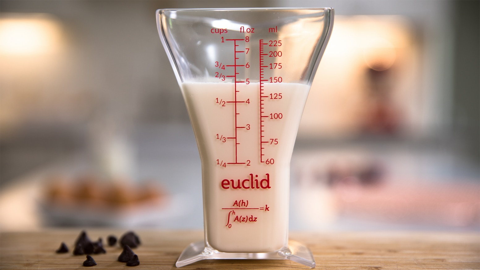 Euclid's patented, mathematically optimal shape makes for better measuring – and that means better results for every recipe.