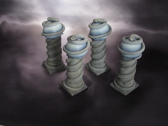 4 Medusa dungeon columns (Supplied unpainted) 270g