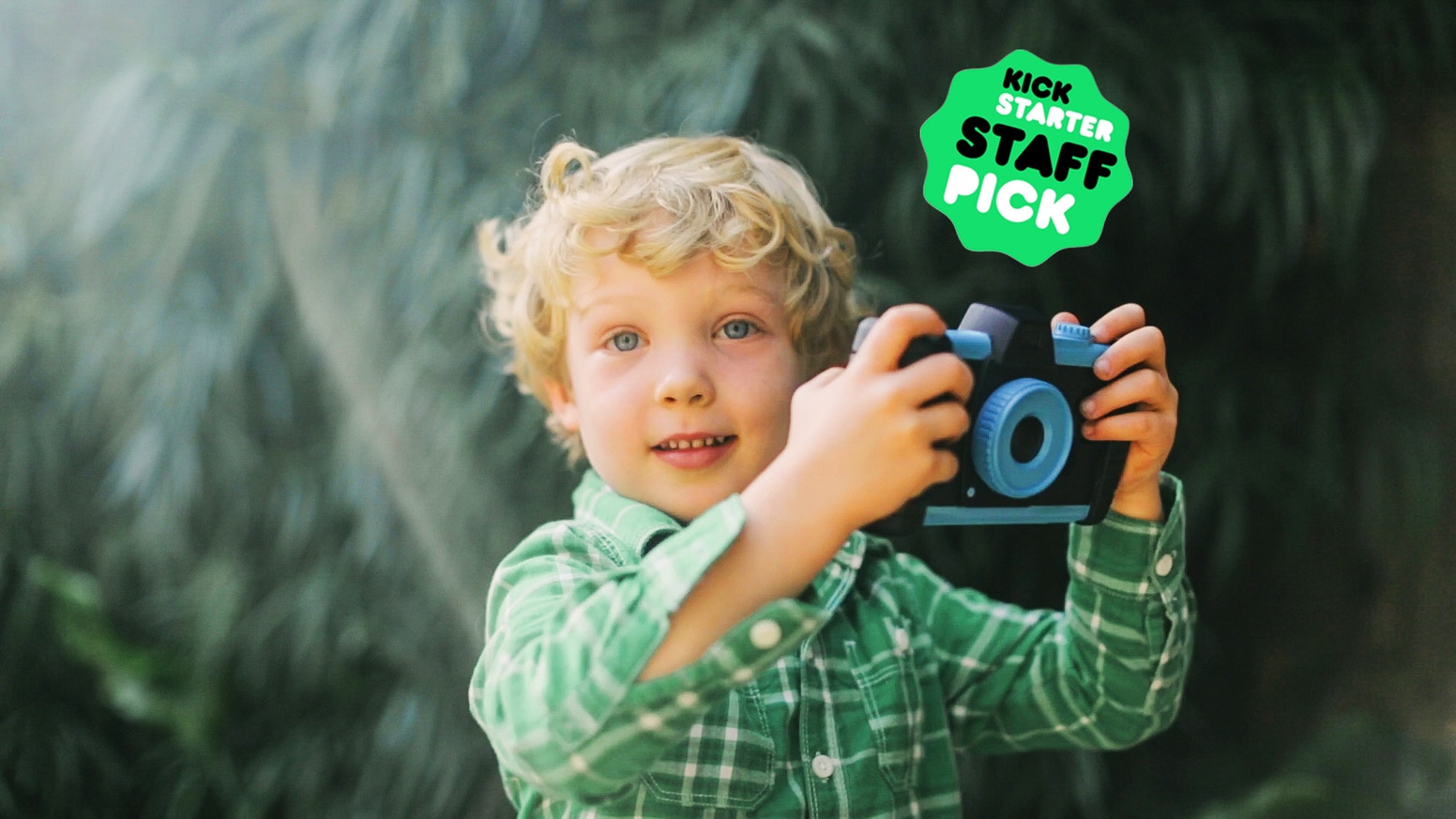 Inspired by the classic 35mm camera design, Pixlplay unleashes the power of smartphones for kids to enjoy!