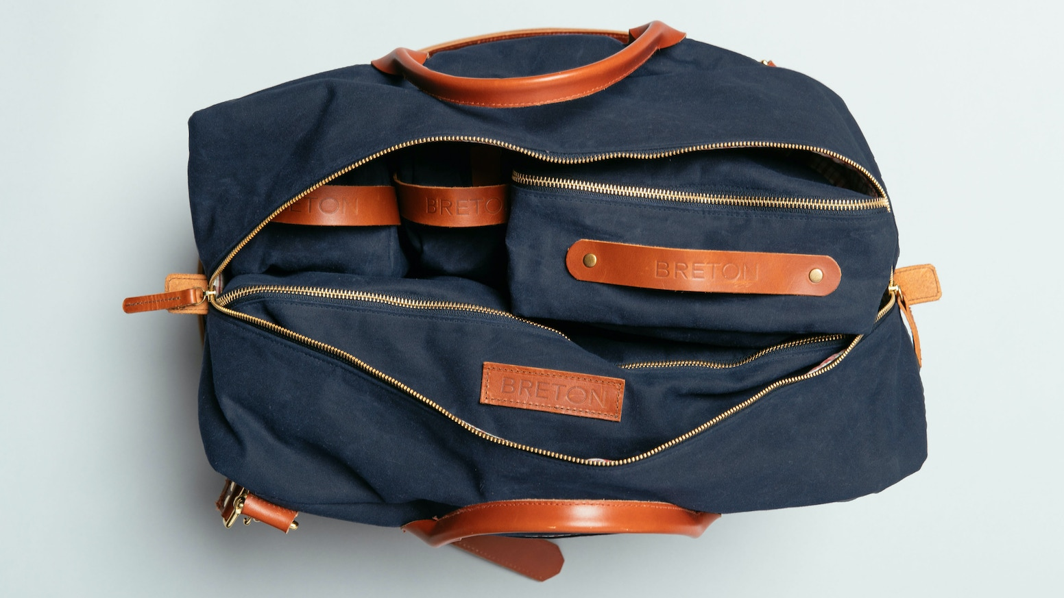 The most organized duffle you will ever own. A high-quality, modern travel bag, designed with vintage waxed cotton & premium leather.